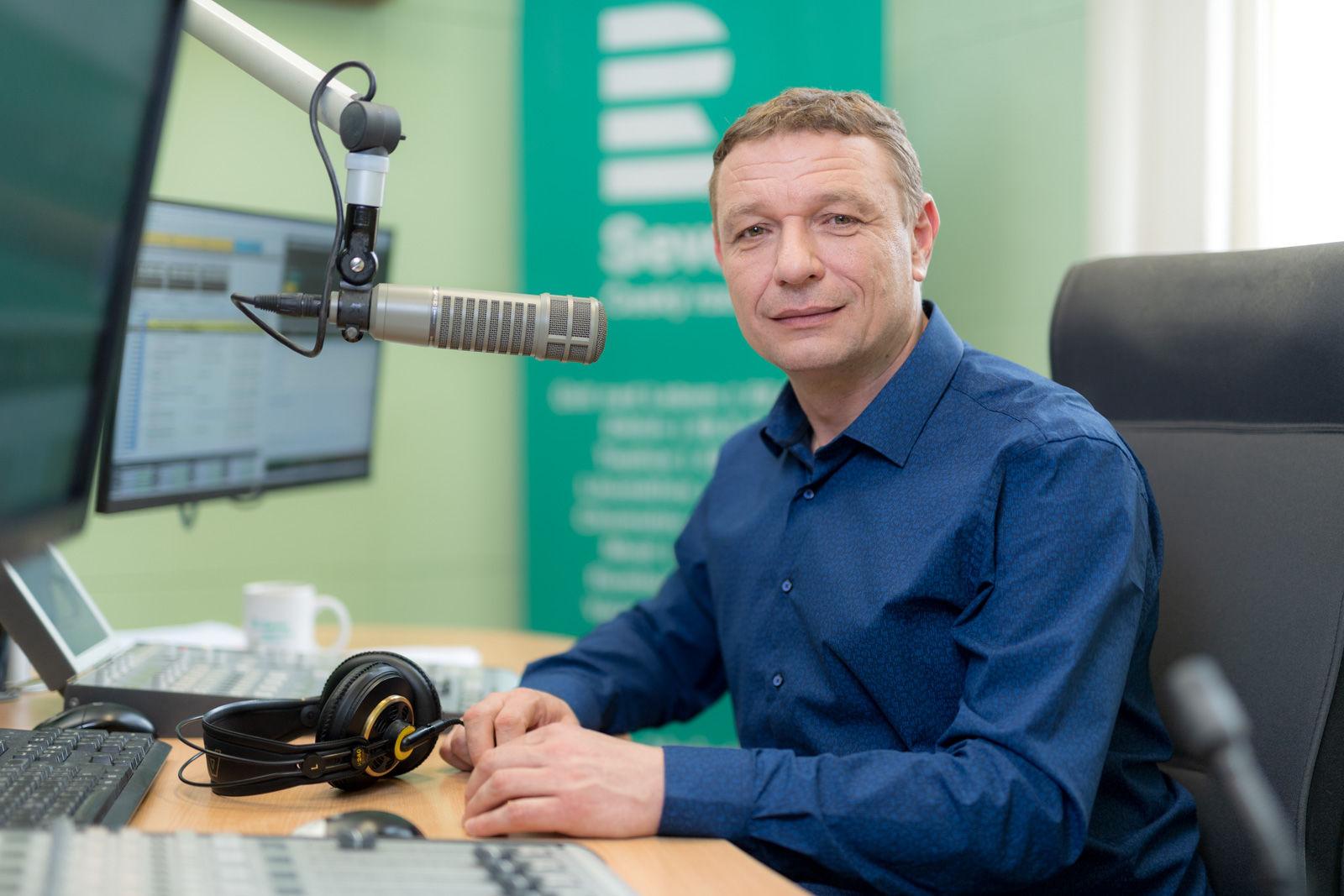 Obrázek Dobré dopoledne, Moderuje Petr Beran.